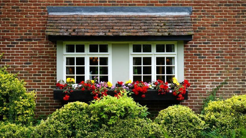 Fachada de casa con flores